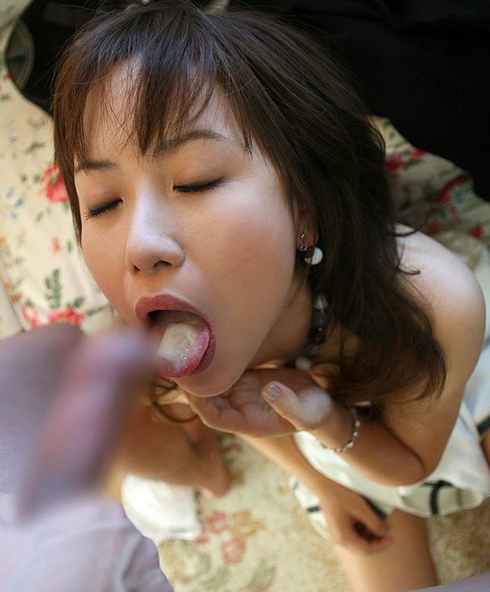 【口内発射エロ画像】女の子の口内で果てる満足感!口内にザーメンを注ぎ込め! 22
