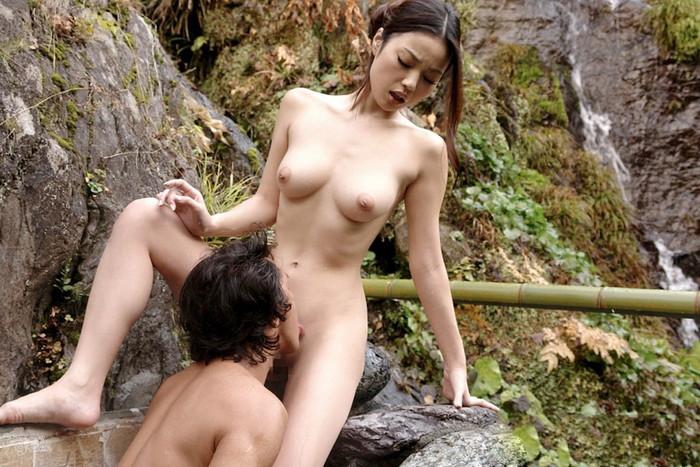 【クンニリングスエロ画像】立ったままクンニされちゃってる女の子!www