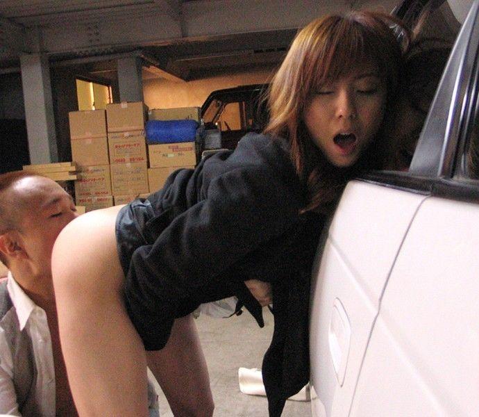 【クンニリングスエロ画像】立ったままクンニされちゃってる女の子!www 16