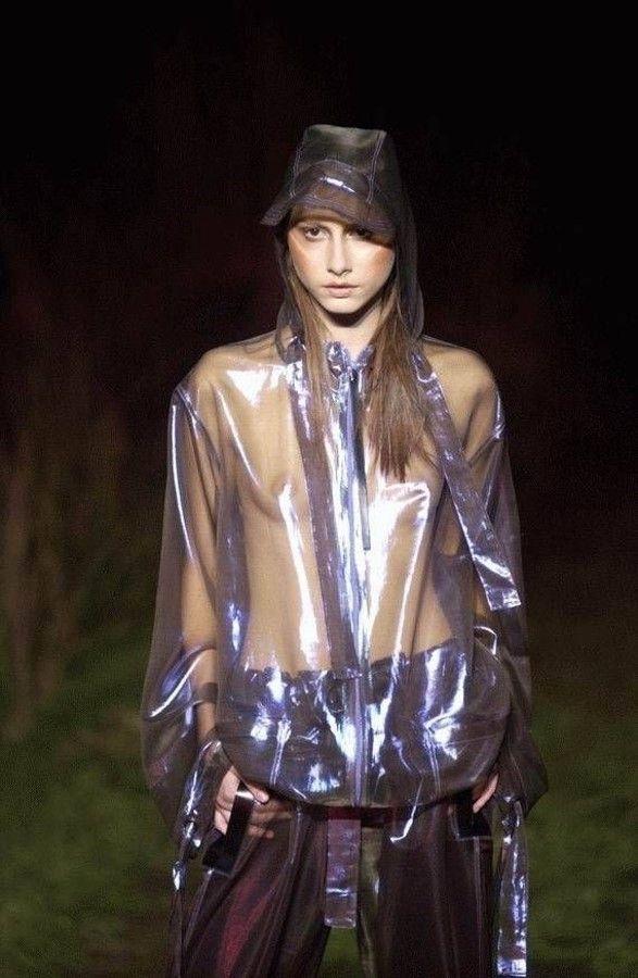 【ファッションショーエロ画像】これがファッションショー?まるでストリップ? 05