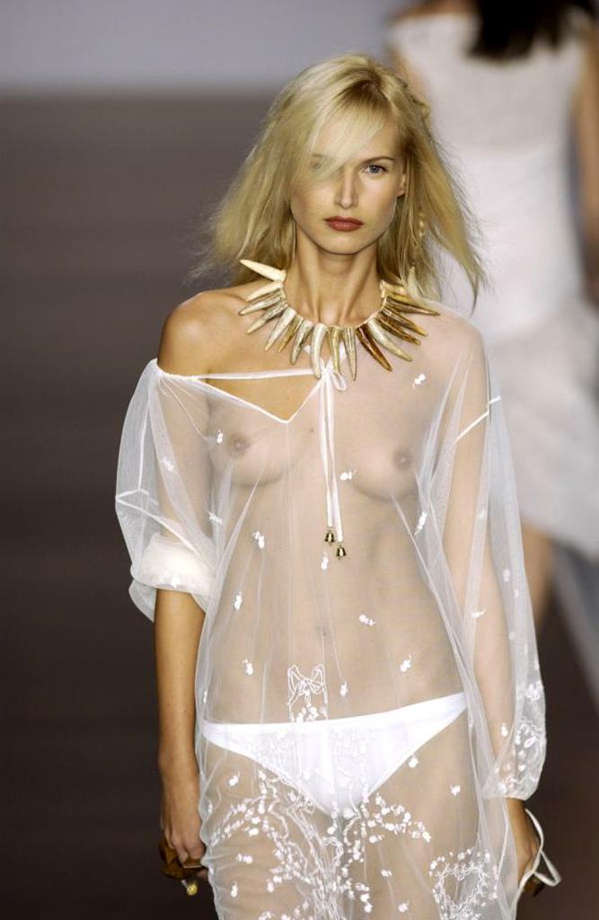 【ファッションショーエロ画像】これがファッションショー?まるでストリップ? 20