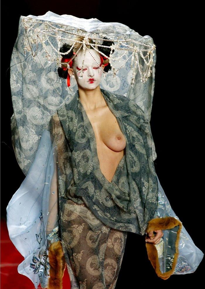【ファッションショーエロ画像】これがファッションショー?まるでストリップ? 23