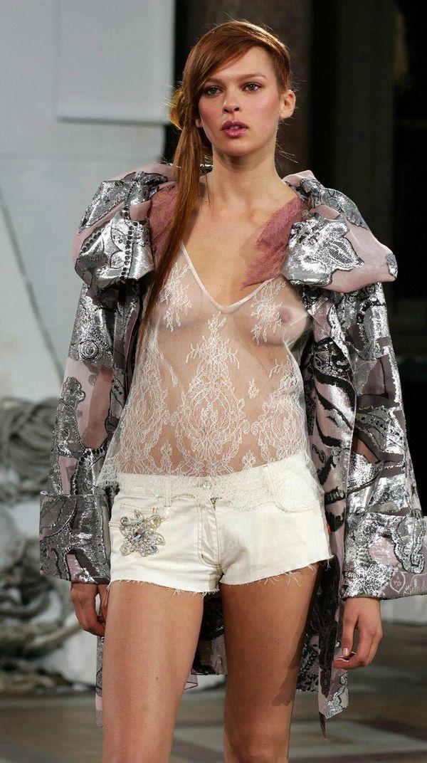 【ファッションショーエロ画像】これがファッションショー?まるでストリップ? 24