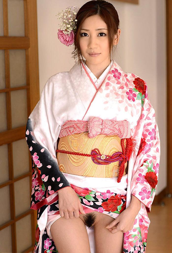 【和服エロ画像】やっぱり自分は日本人だと確信してしまうエロスがこちらww 14