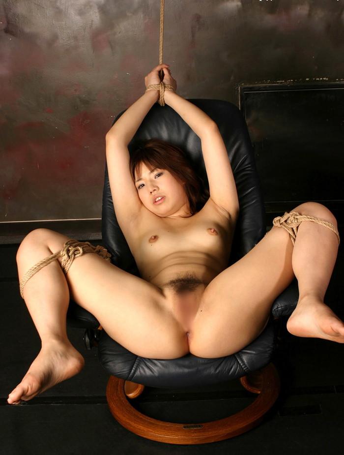 【SM緊縛エロ画像】拘束されて自由を奪われた女を見るとムズムズするよな!? 08