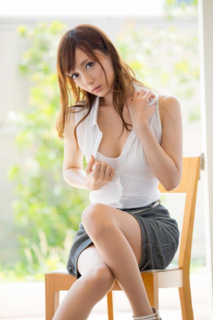 【ミニスカートエロ画像】見えそうで見えない所がソソる!ミニスカ女子! 28