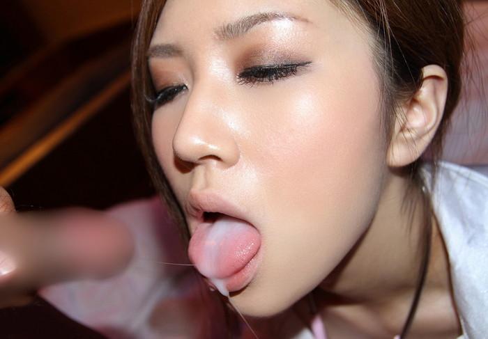 【口内発射エロ画像】フェラチオされてそのまま女の子の口内で発射!これ最高! 26