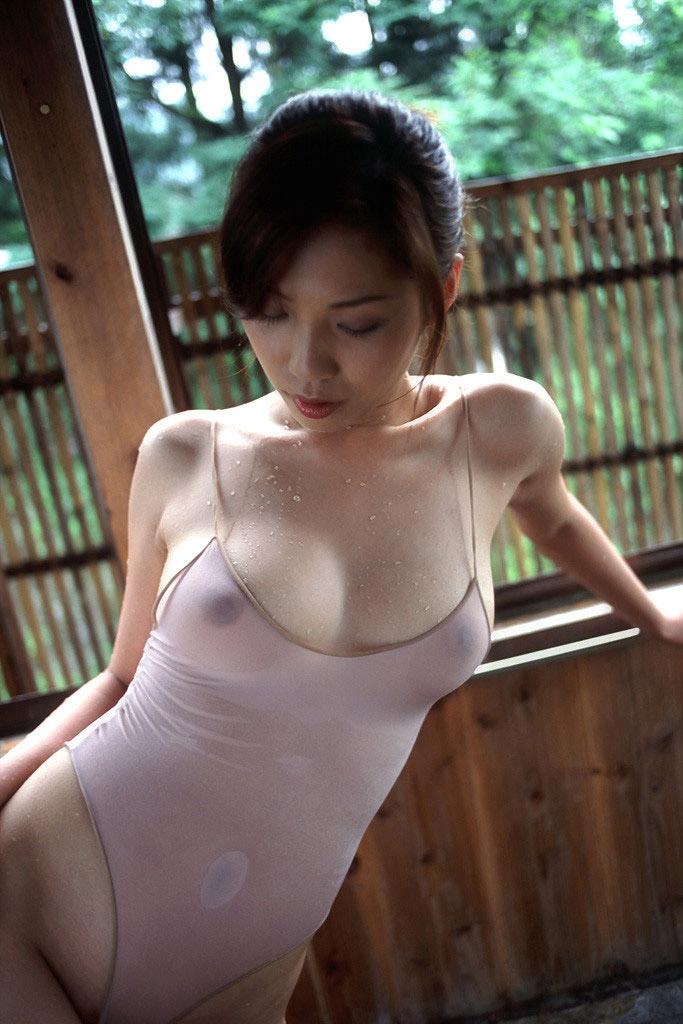 【濡れ透けエロ画像】濡れた着衣は思った以上にスッケスケで際どすぎワロタww 17