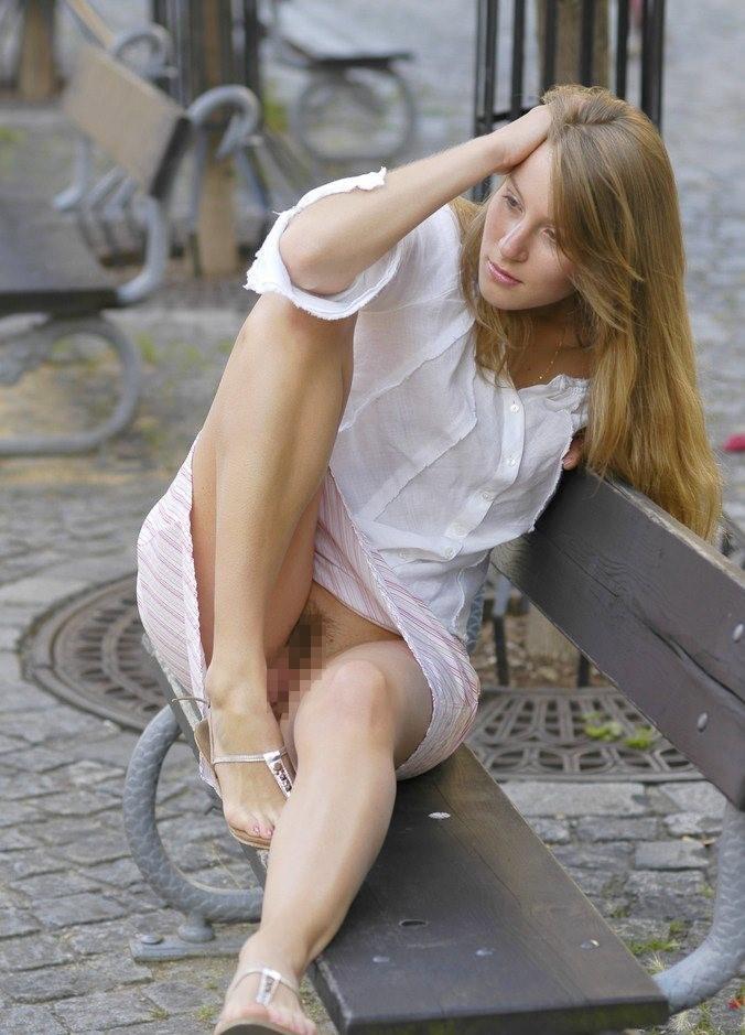 【海外ノーパンエロ画像】めっちゃ大胆!海外の女の子たちのノーパン画像! 18