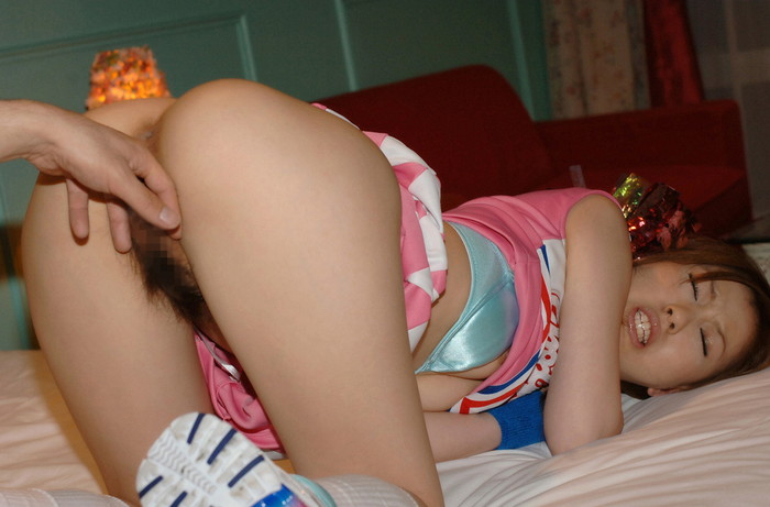 【手マンエロ画像】男のゴツい手が指が女の子の性器を弄繰り回す手マン! 09