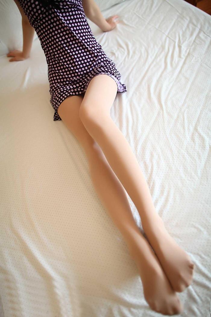【美脚エロ画像】スラリと伸びるナマツバものの美脚!脚フェチ必見だぞ!? 18