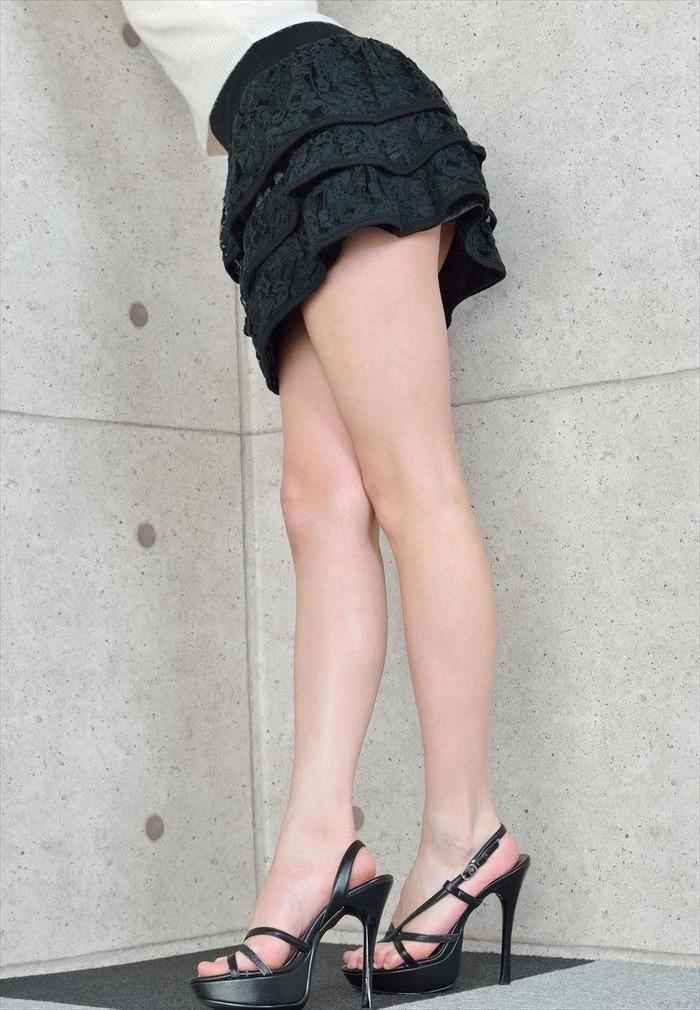 【美脚エロ画像】スラリと伸びるナマツバものの美脚!脚フェチ必見だぞ!? 24