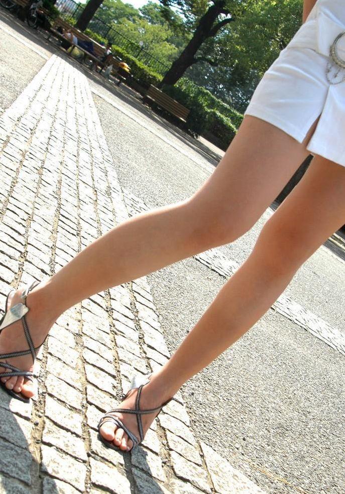 【美脚エロ画像】スラリと伸びるナマツバものの美脚!脚フェチ必見だぞ!? 28
