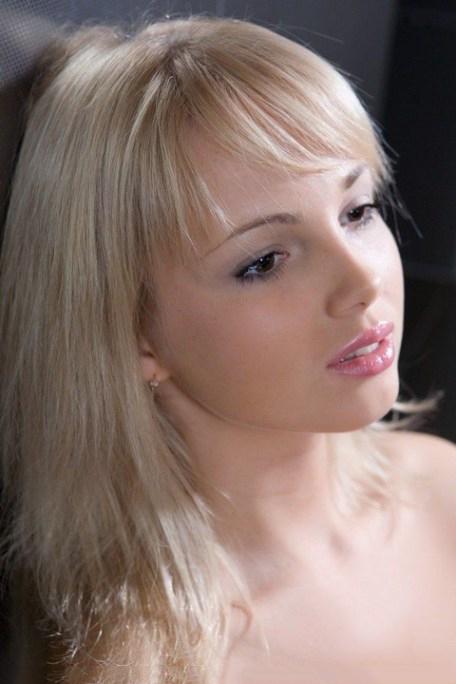 【白人エロ画像】これぞ透き通るような肌!?美白と呼ぶにふさわしい白人美女! 04