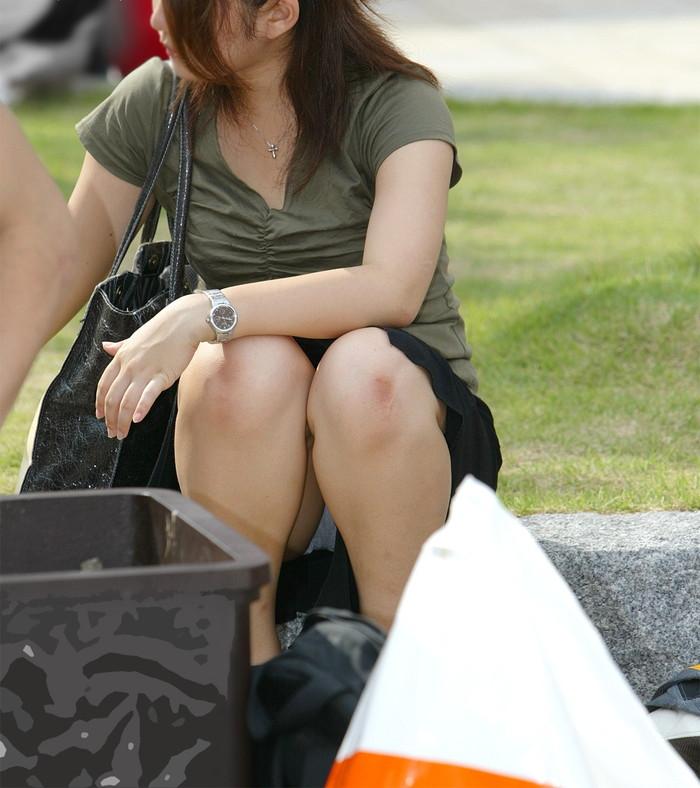 【街撮りパンチラエロ画像】街中でパンチラしている女の子たちを激写した結果www 03