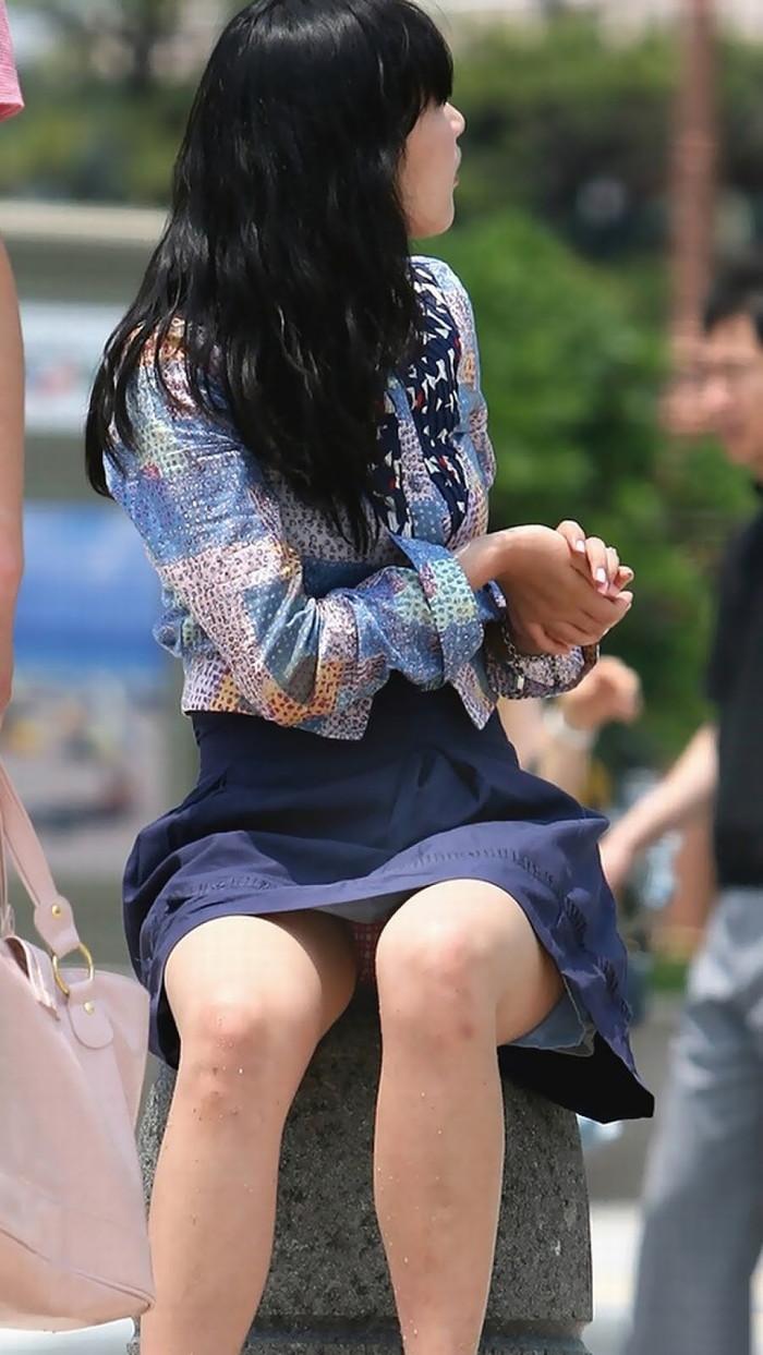 【街撮りパンチラエロ画像】街中でパンチラしている女の子たちを激写した結果www 10