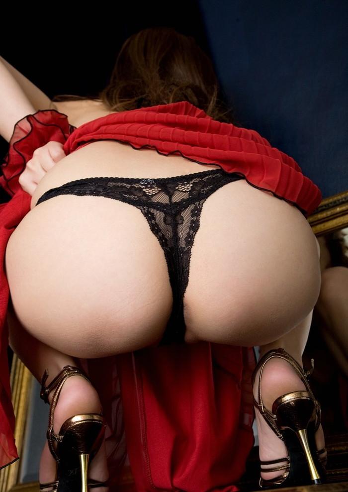 【Tバックエロ画像】女の子のお尻をセクシーに美しく!Tバックパンティー! 01