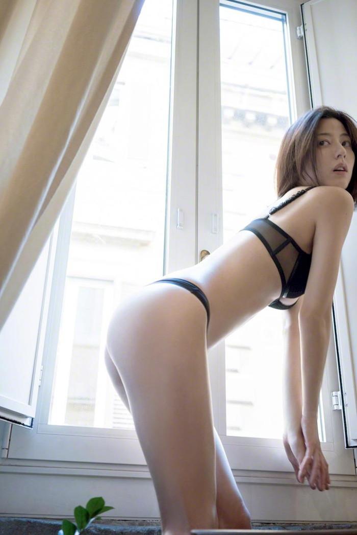 【Tバックエロ画像】女の子のお尻をセクシーに美しく!Tバックパンティー! 04