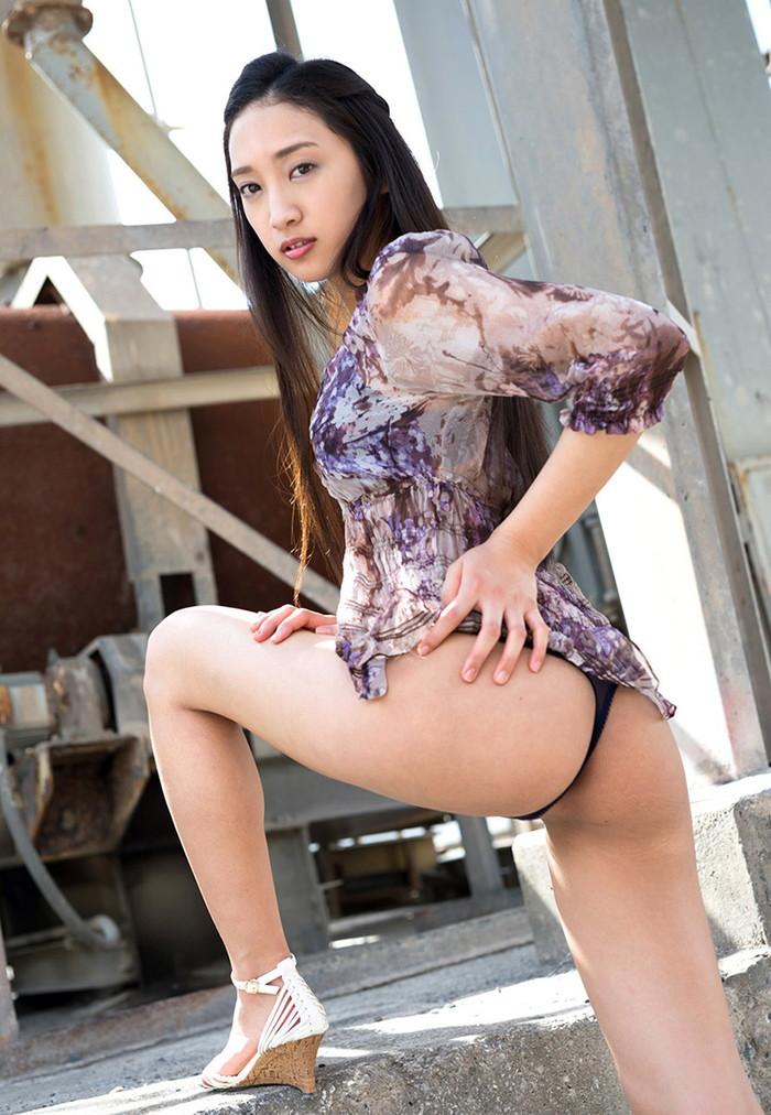 【Tバックエロ画像】女の子のお尻をセクシーに美しく!Tバックパンティー! 19