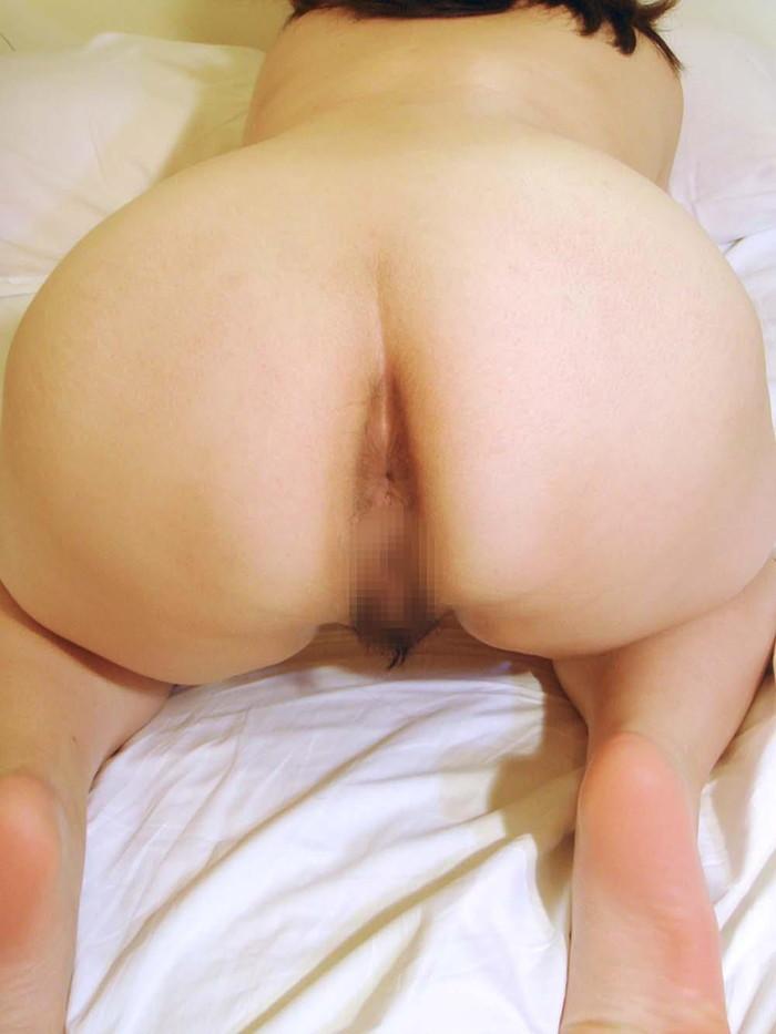 【アナルエロ画像】カメラに向かってアナルを見せ付ける!恥ずかしさが快感!? 16