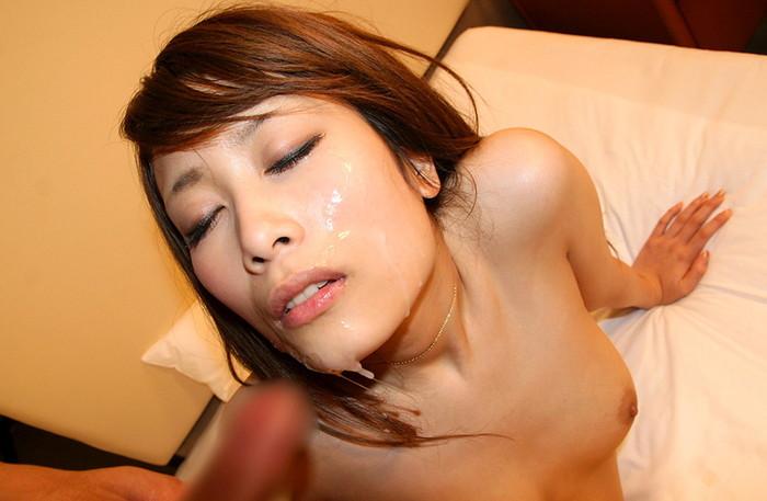 【顔射エロ画像】女の子の顔がザーメンまみれ!顔射好きのやつ、寄って来い! 04