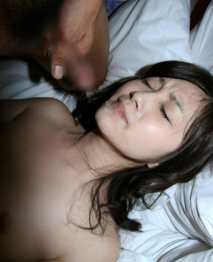 【顔射エロ画像】女の子の顔がザーメンまみれ!顔射好きのやつ、寄って来い! 10