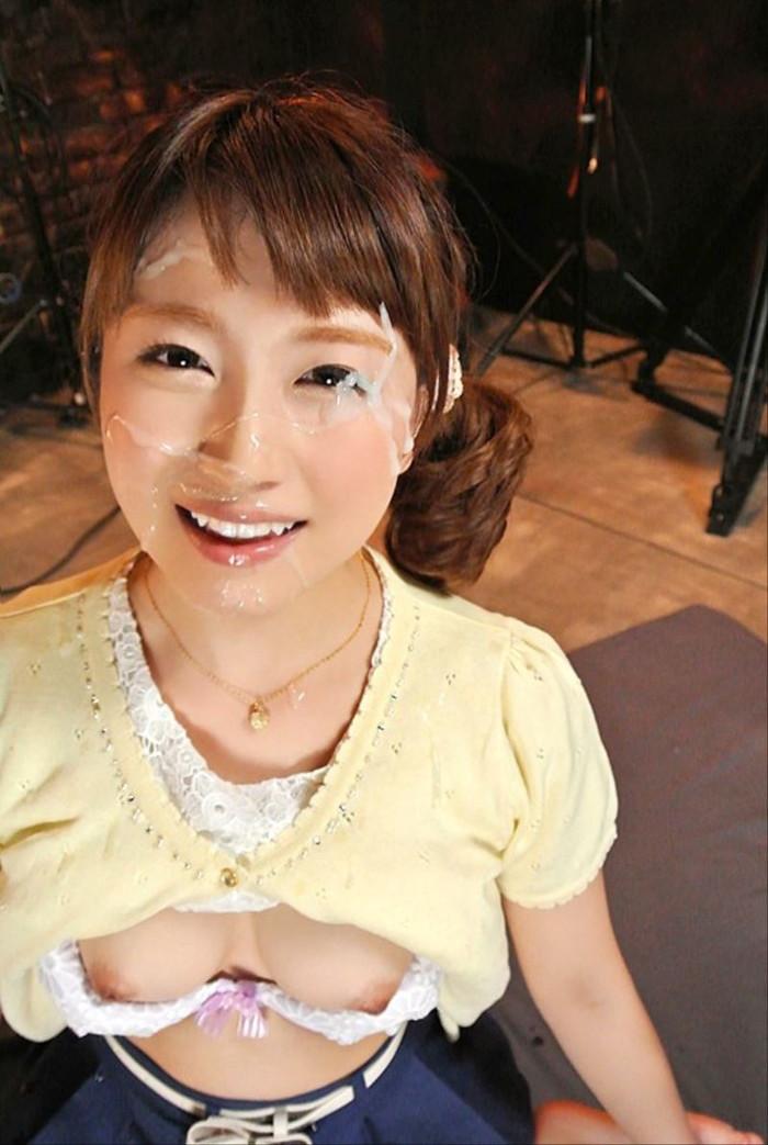 【顔射エロ画像】女の子の顔がザーメンまみれ!顔射好きのやつ、寄って来い! 12