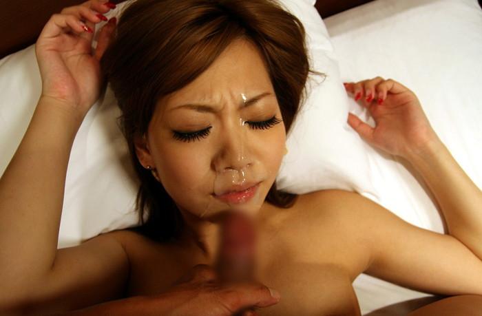 【顔射エロ画像】女の子の顔がザーメンまみれ!顔射好きのやつ、寄って来い! 23