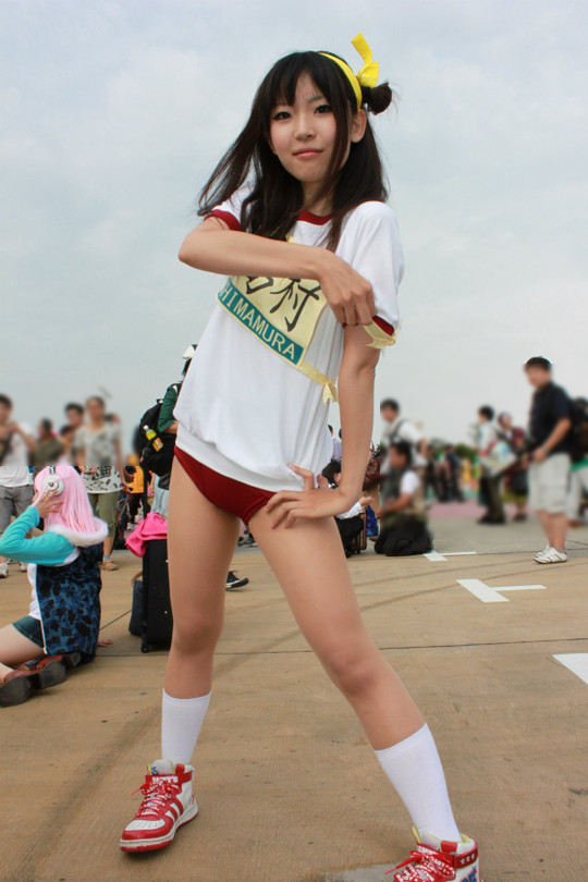 【コミケエロ画像】年々衣装は過激化!コスプレ会場の素人コスプレイヤー! 05