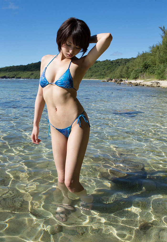 【ビキニエロ画像】まるで下着!ヘタすると下着よりもエロいとされるビキニ水着 17