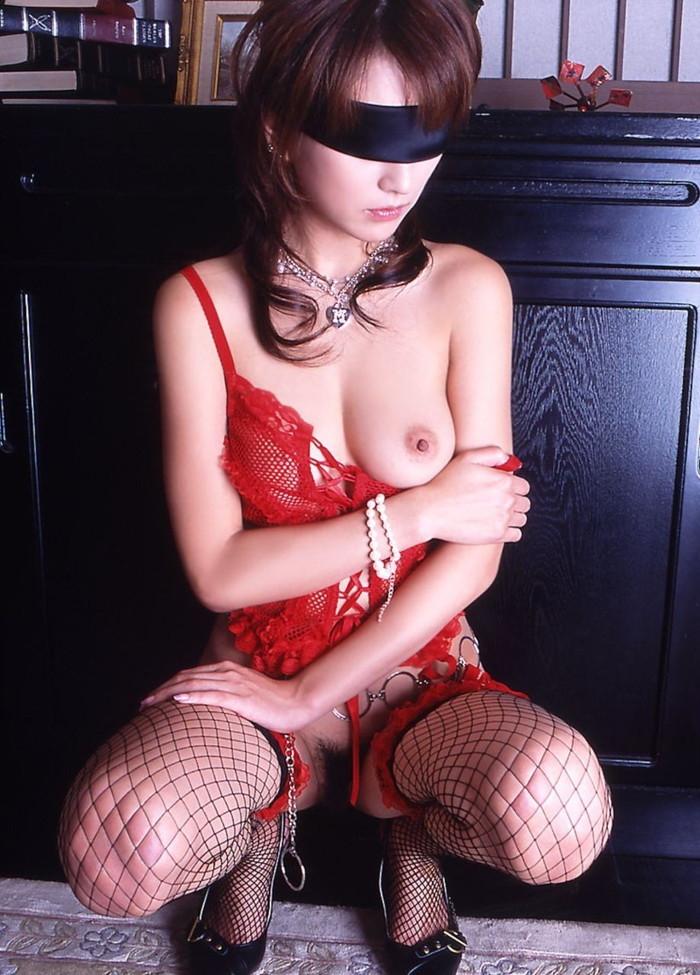 【目隠しプレイエロ画像】視界を遮られた女体はいつも以上に敏感に!?ww 21