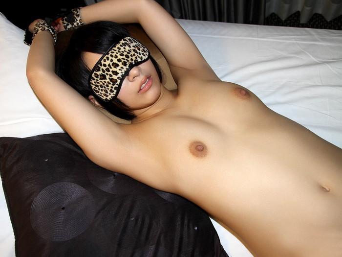 【目隠しプレイエロ画像】視界を遮られた女体はいつも以上に敏感に!?ww 26
