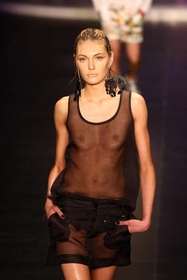 【ファッションショーエロ画像】これがファッションショー?まるでストリップwwww 24