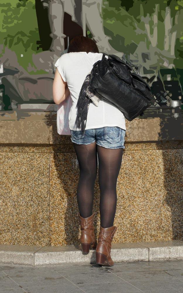 【街撮りホットパンツエロ画像】街中で見かけたホットパンツ女子から目が離せないwww 05
