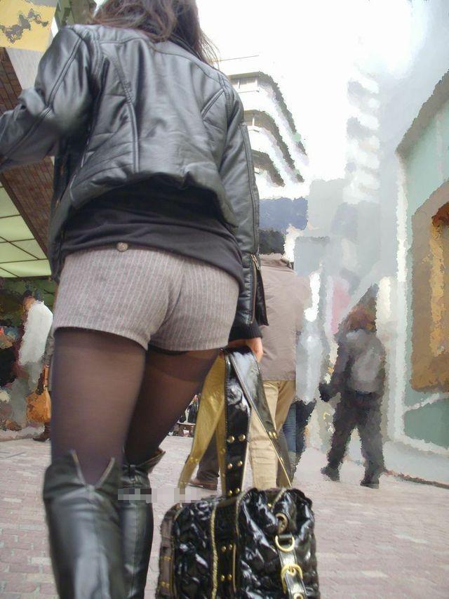 【街撮りホットパンツエロ画像】街中で見かけたホットパンツ女子から目が離せないwww 06