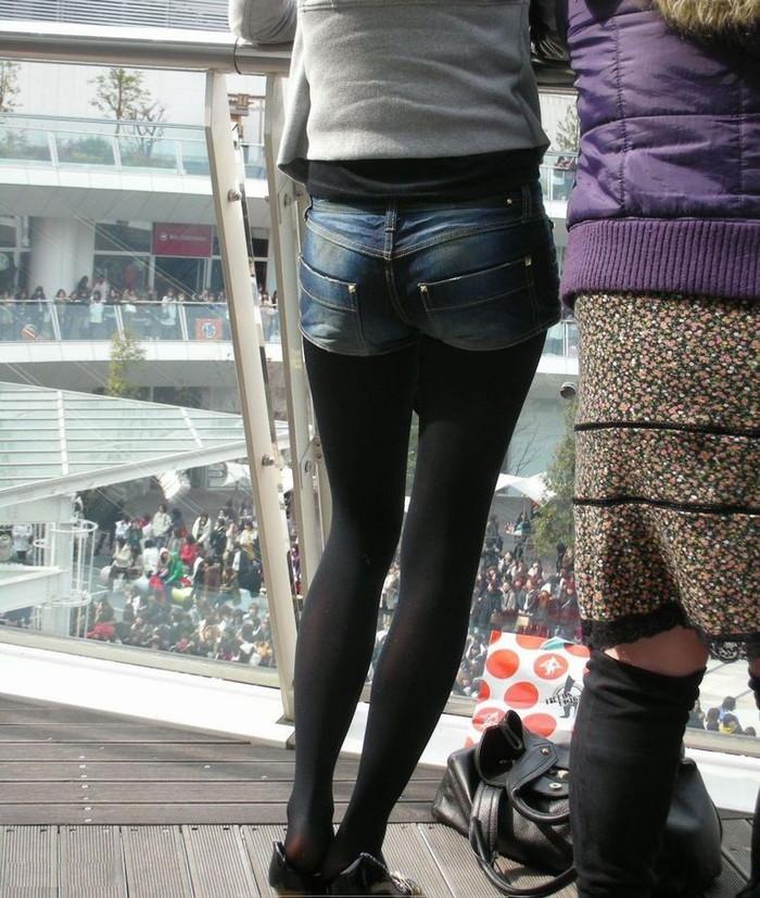 【街撮りホットパンツエロ画像】街中で見かけたホットパンツ女子から目が離せないwww 14