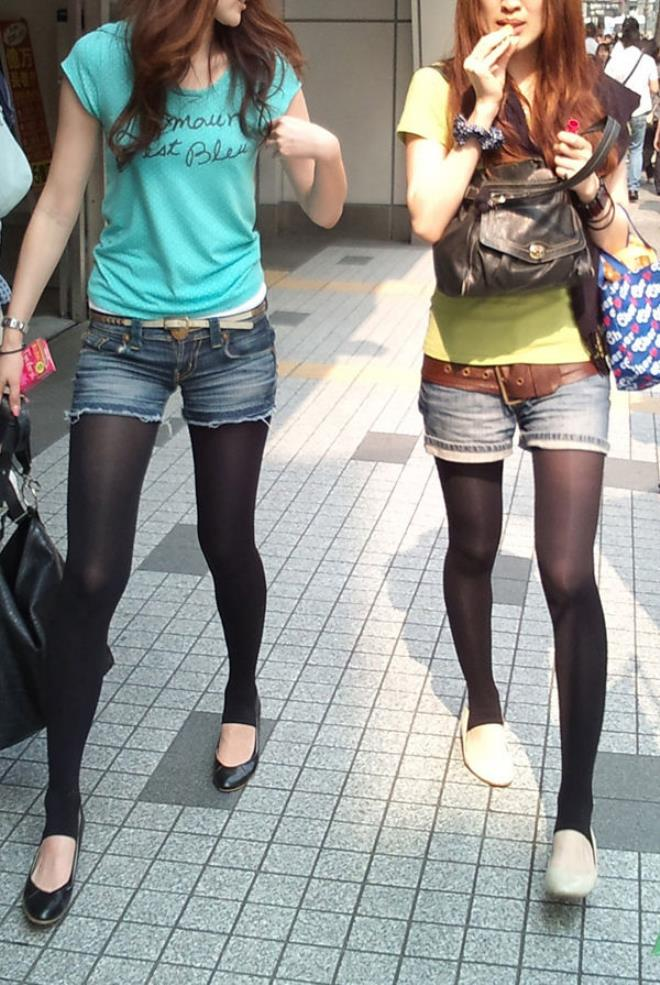 【街撮りホットパンツエロ画像】街中で見かけたホットパンツ女子から目が離せないwww 17