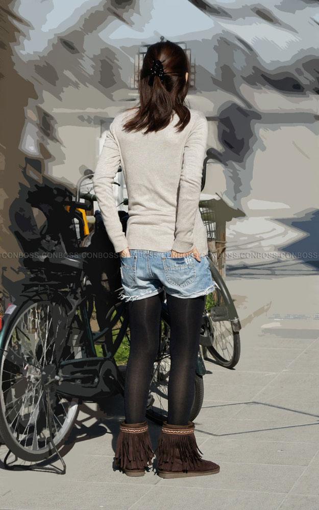 【街撮りホットパンツエロ画像】街中で見かけたホットパンツ女子から目が離せないwww 24