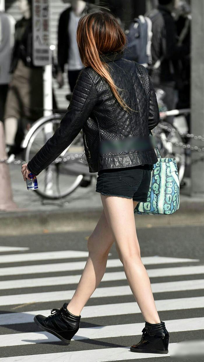 【美脚エロ画像】街中で見かけた美脚なおねーさんを隠し撮りしてみた結果! 02