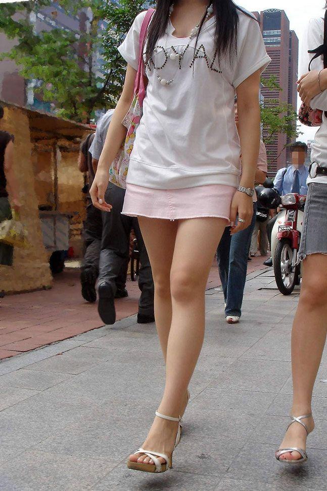 【美脚エロ画像】街中で見かけた美脚なおねーさんを隠し撮りしてみた結果! 09