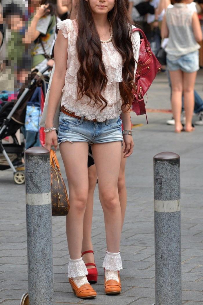 【美脚エロ画像】街中で見かけた美脚なおねーさんを隠し撮りしてみた結果! 23
