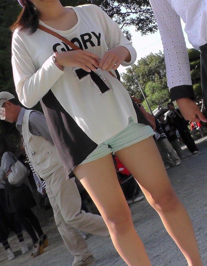 【美脚エロ画像】街中で見かけた美脚なおねーさんを隠し撮りしてみた結果! 28