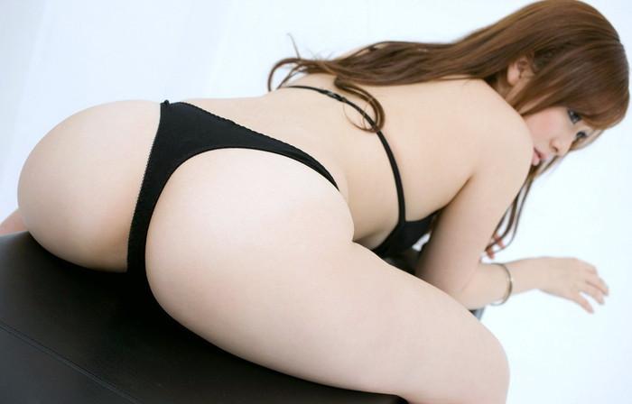 【Tバックエロ画像】女の子のお尻が美しくセクシーに!Tバックって有能だな!w