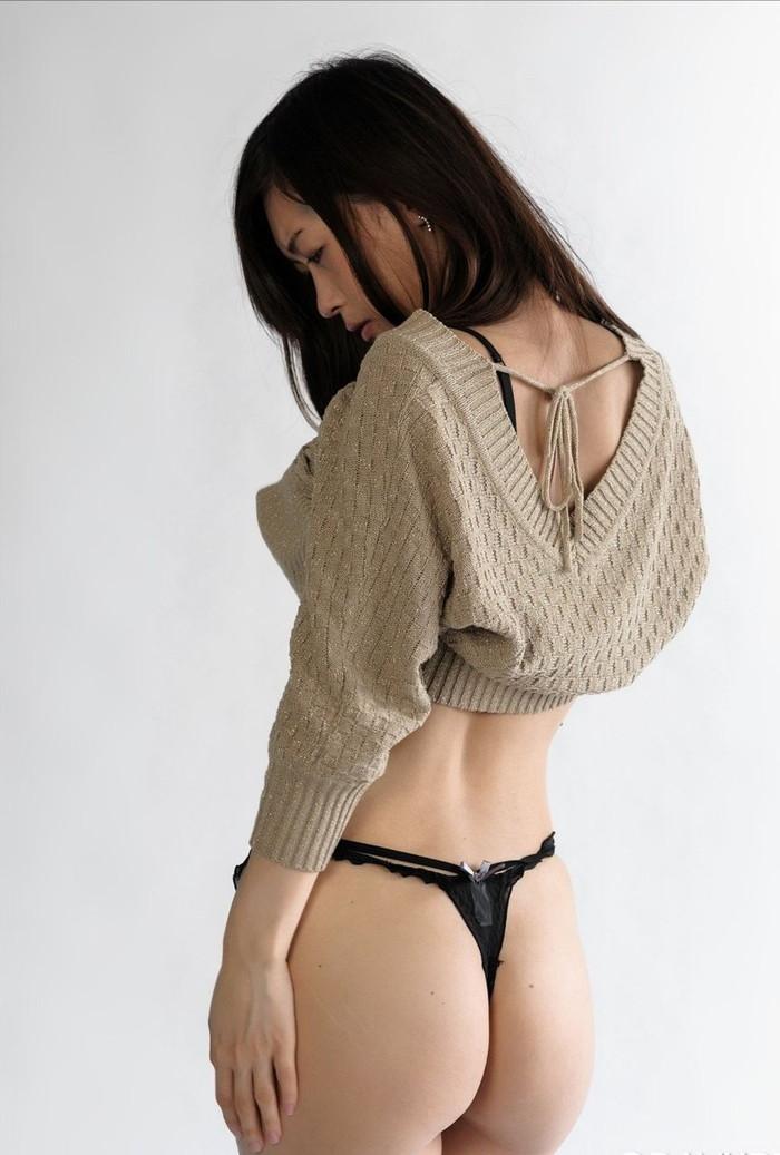 【Tバックエロ画像】女の子のお尻が美しくセクシーに!Tバックって有能だな!w 11