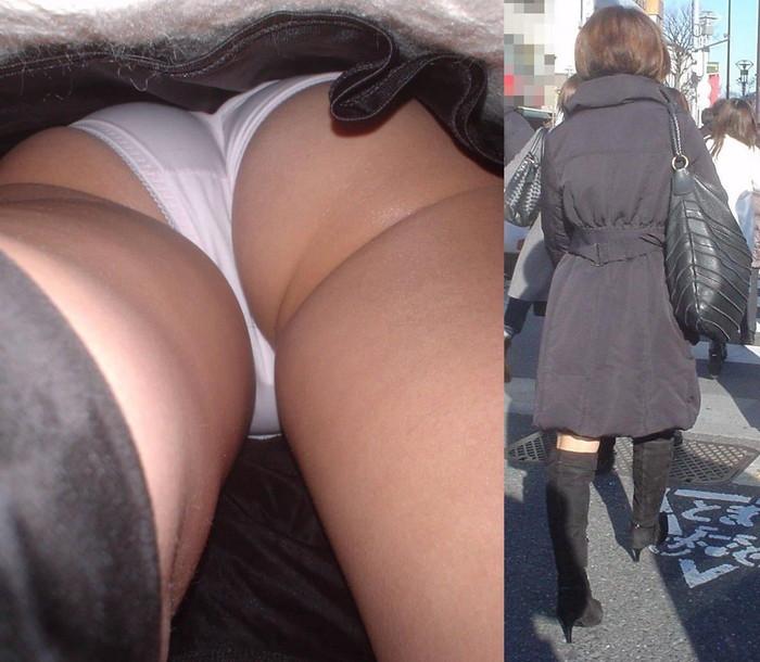 【逆さ撮りエロ画像】街行く女の子達のスカートの中身を強引な角度で盗撮!? 14