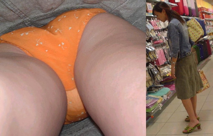 【逆さ撮りエロ画像】街行く女の子達のスカートの中身を強引な角度で盗撮!? 19