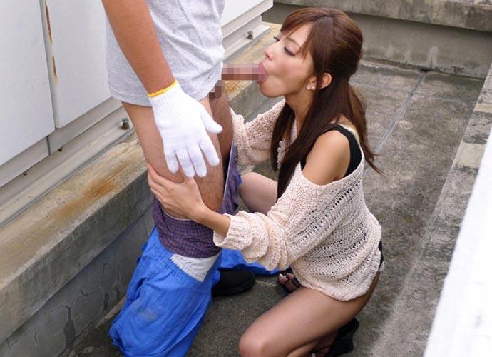 【野外フェラエロ画像】屋外で男のチンポにしゃぶりつく女ってエロすぎるだろ!? 11