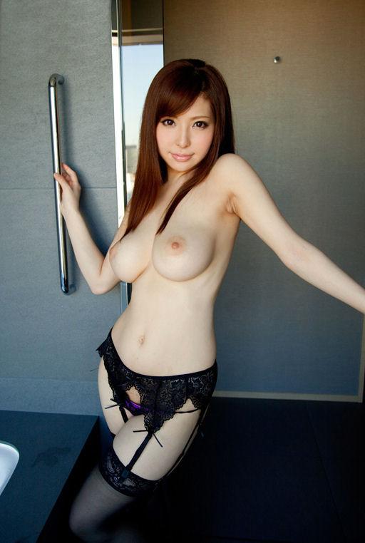 【ガーターベルトエロ画像】ムチムチの太ももにセクシーなガーターベルトが堪らん! 12