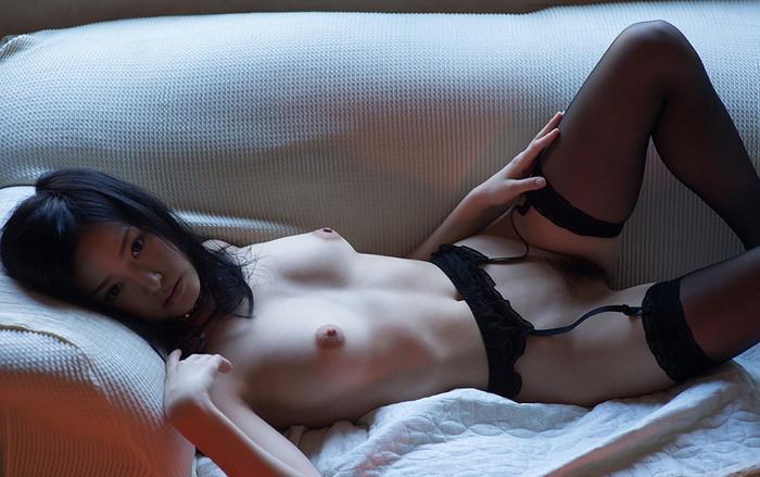 【ガーターベルトエロ画像】ムチムチの太ももにセクシーなガーターベルトが堪らん! 27