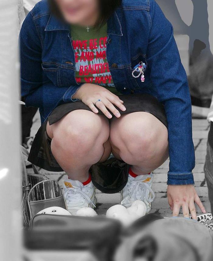 【街撮りパンチラエロ画像】街中でパンチラ女子見かけたから撮ったったってやつww 13
